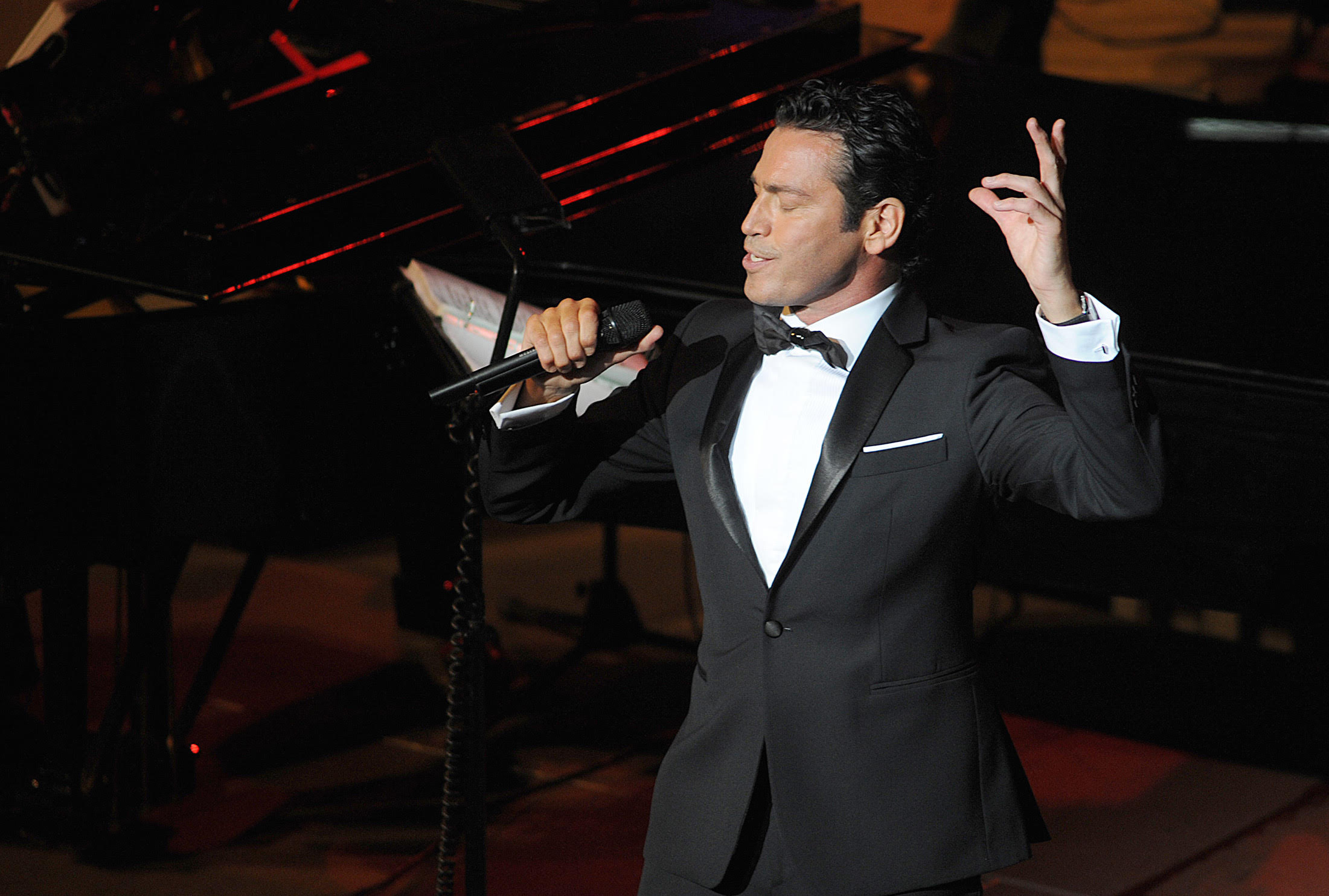 """""""An Evening With Mario Frangoulis"""" at Wilshire Ebell on 11:11"""